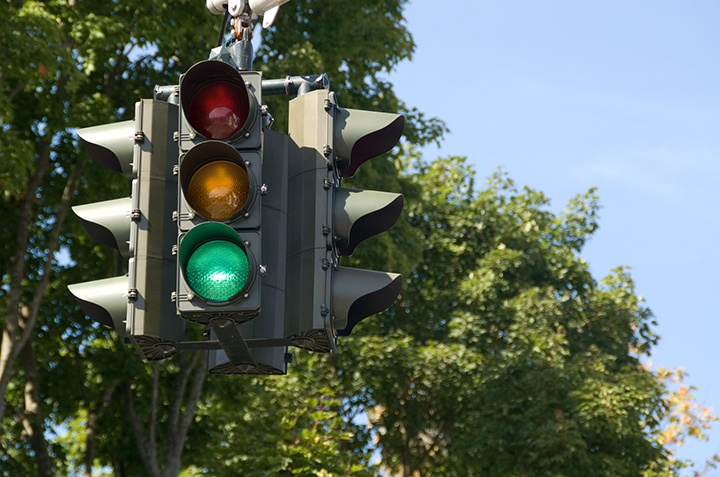hanging-traffic-light-featured